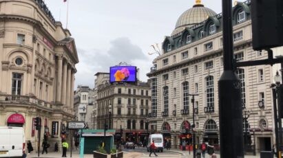 LG's digital billboard in Piccadilly Circus, London displaying an animation representing the function of LG SIGNATURE Washer and Dryer