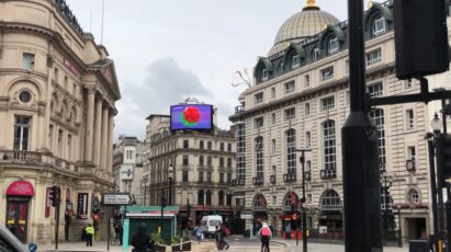 LG's digital billboard in Piccadilly Circus, London displaying an animation representing the function of LG SIGNATURE Wine Celler