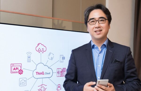 Dr. Kim Dong-wook, head of the DTX Center, posing in front of an LG ThinQ Cloud diagram