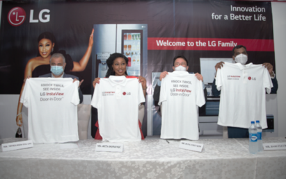 Famous Nigerian actress Rita Dominic holds up an LG-branded shirt alongside LG representatives to commemorate the new partnership.