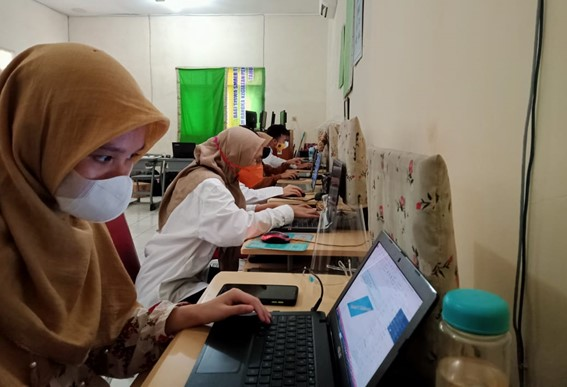 Students from Indonesia participating in the eTool challenge