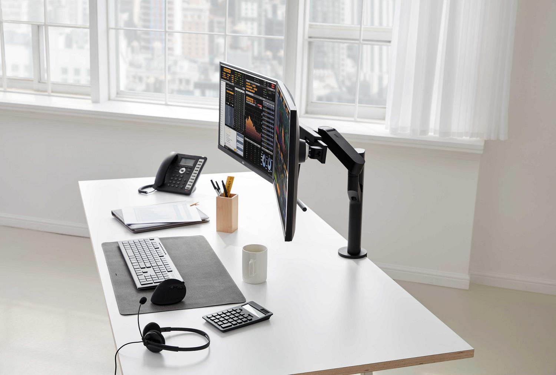 Second Gen LG Ergo Monitors Designed for Customized Workstations, Maximum Comfort